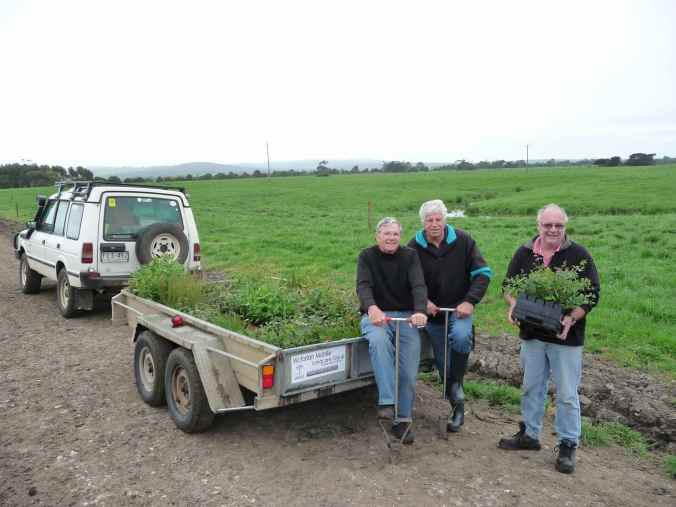 Victorian Mobile Landcare Group volunteers